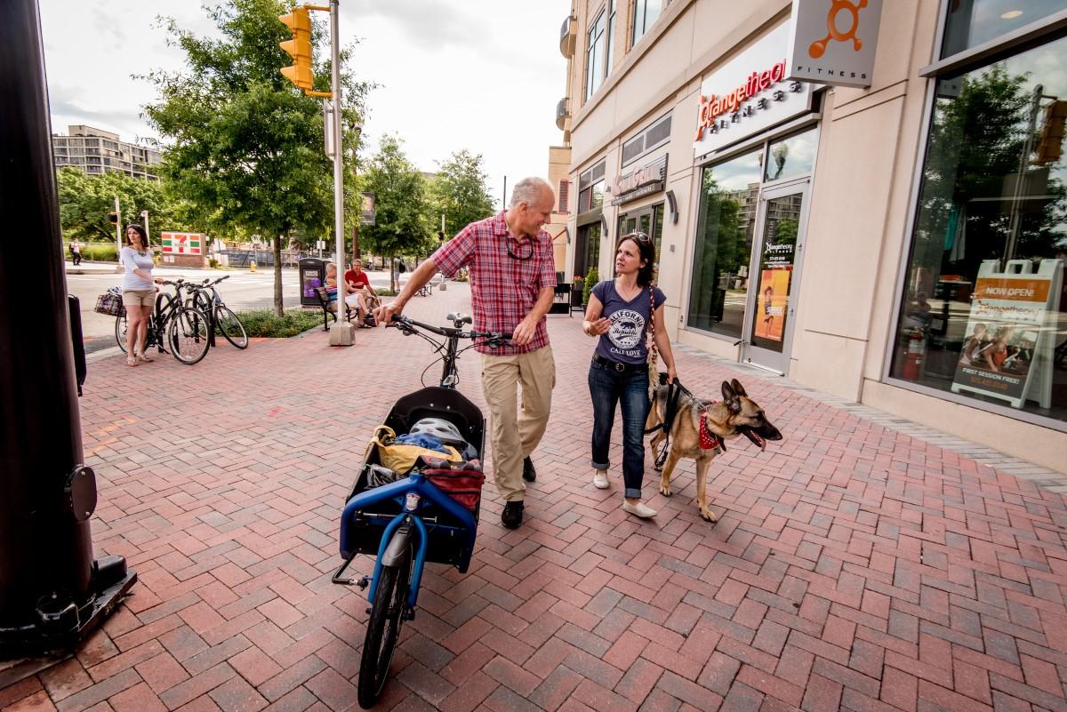 cargo-bike-doggo-walking-peeps