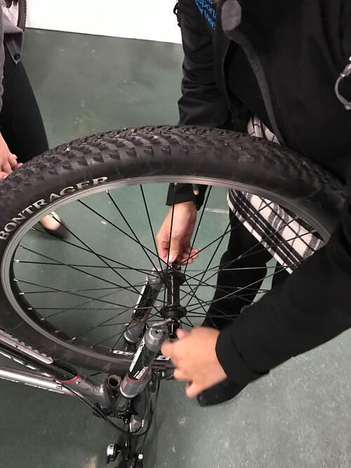 taking off the wheel of the bike, how to fix a flat