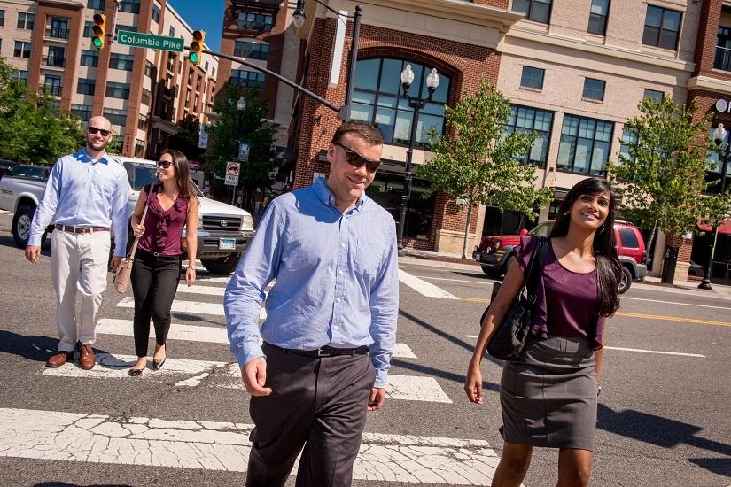 people-walking-sunglasses