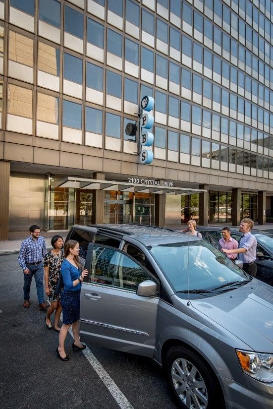 vanpoolers-getting-into-car.jpg