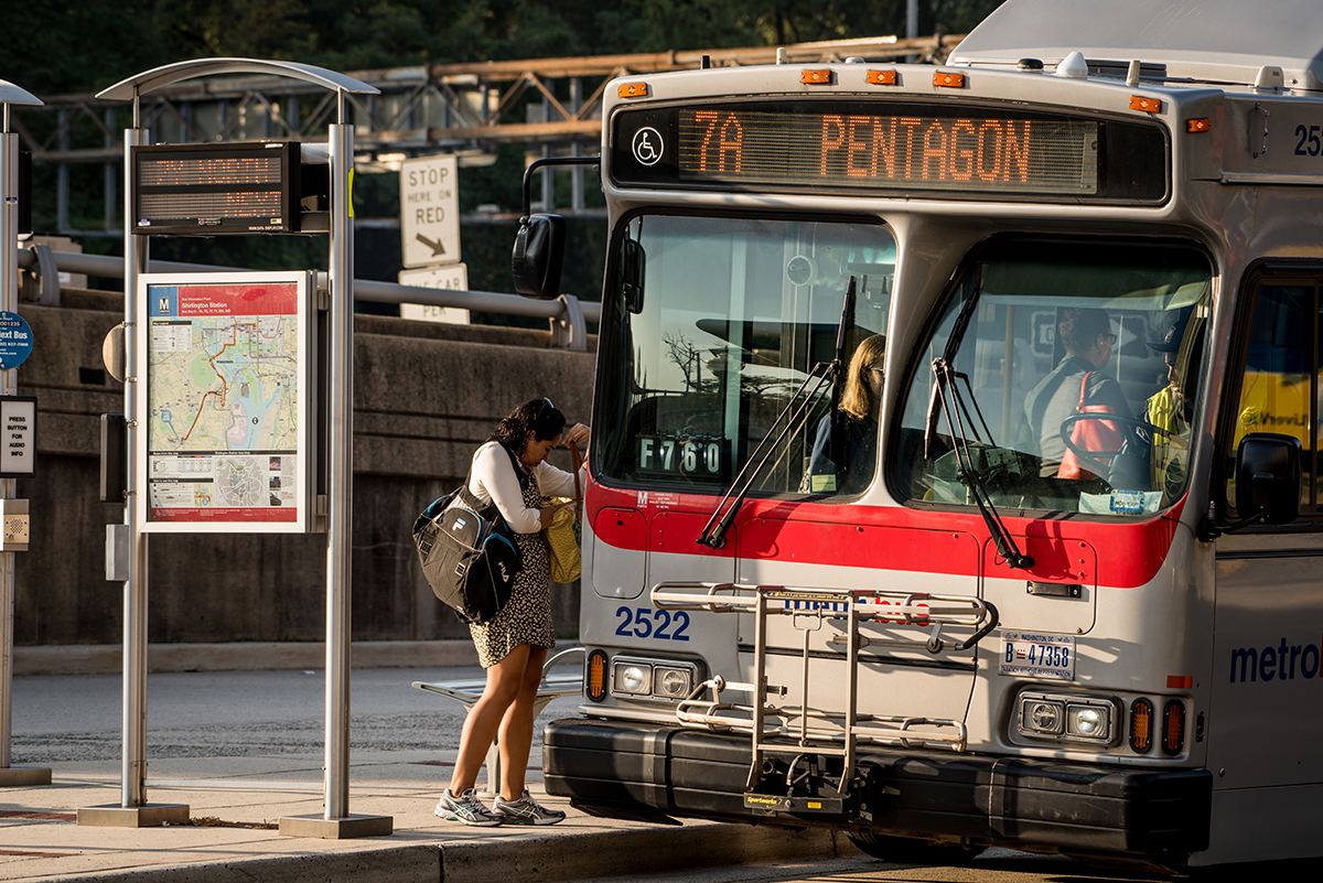 woman-metrobus-pentagon