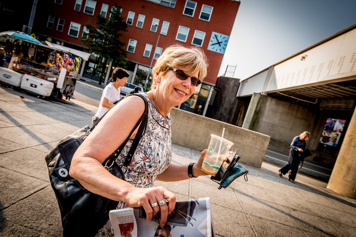 woman-smiling-metro-coffee