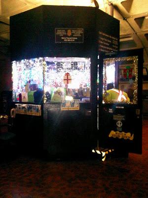 Lights at Farragut West station kiosk