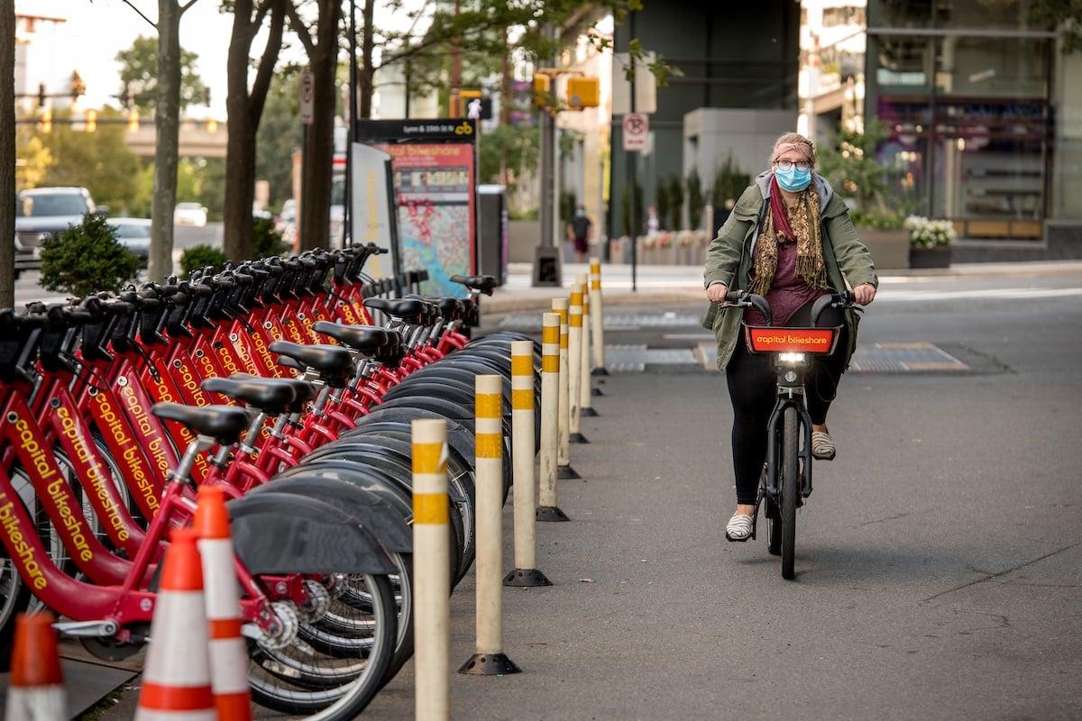 capital-bikeshare-rider-in-rosslyn