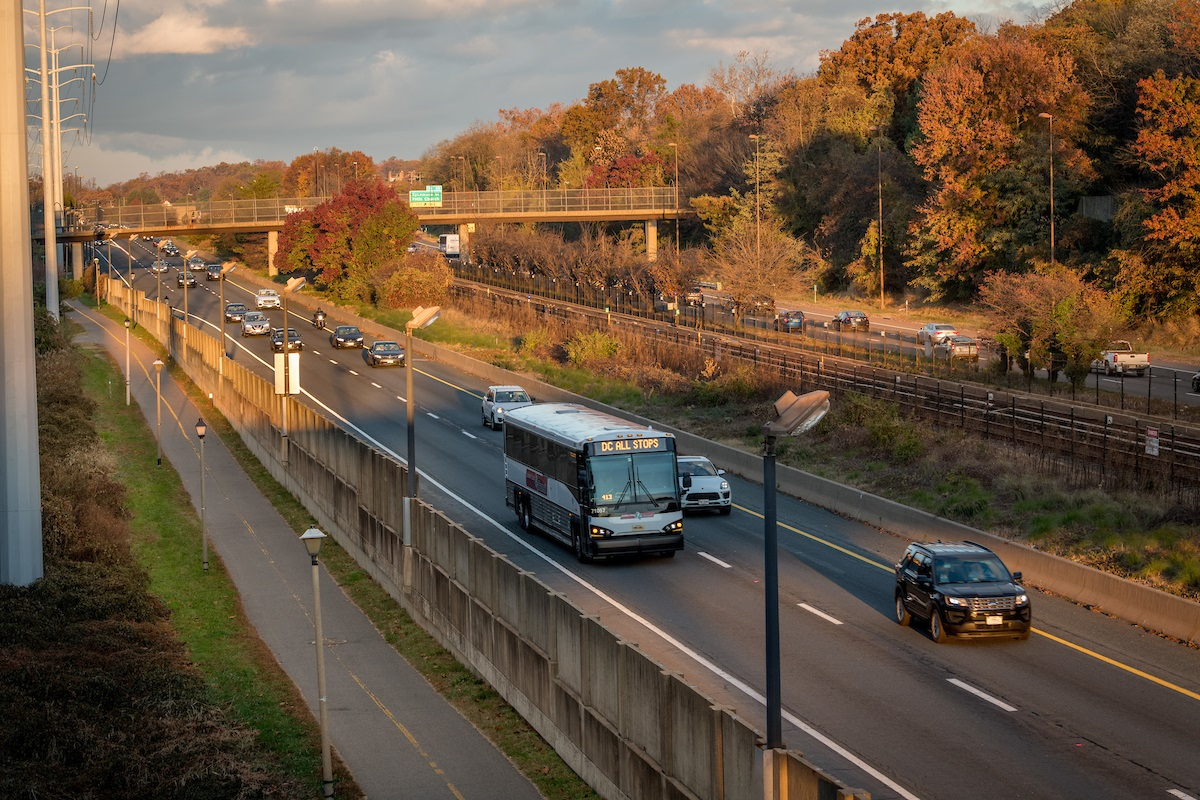i66-commuter-bus-and-cars