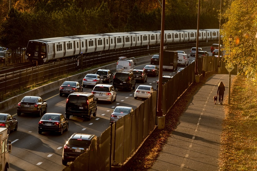 metro-cars-trail-on-i66