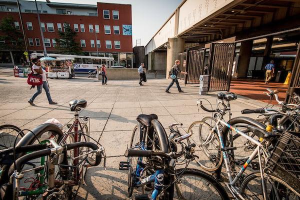 people-transit-commute-bikes
