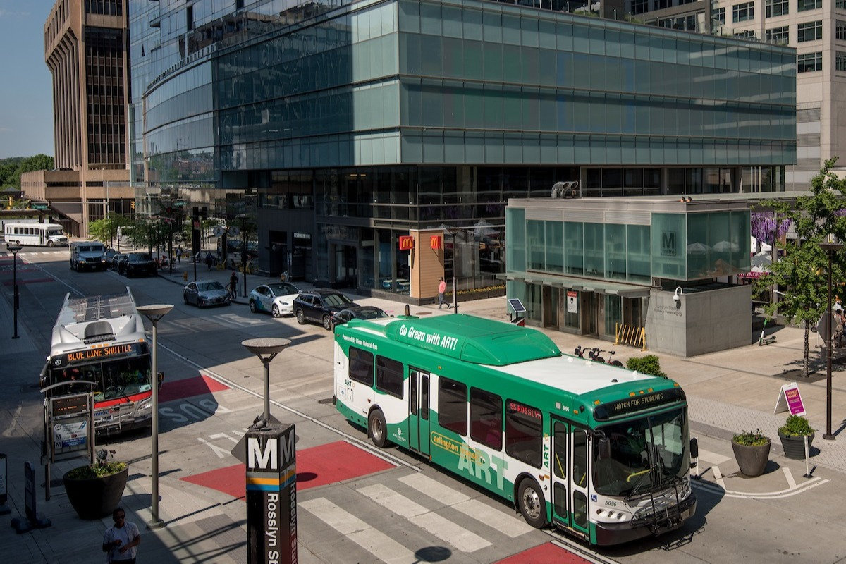 rosslyn-metro-and-art-bus