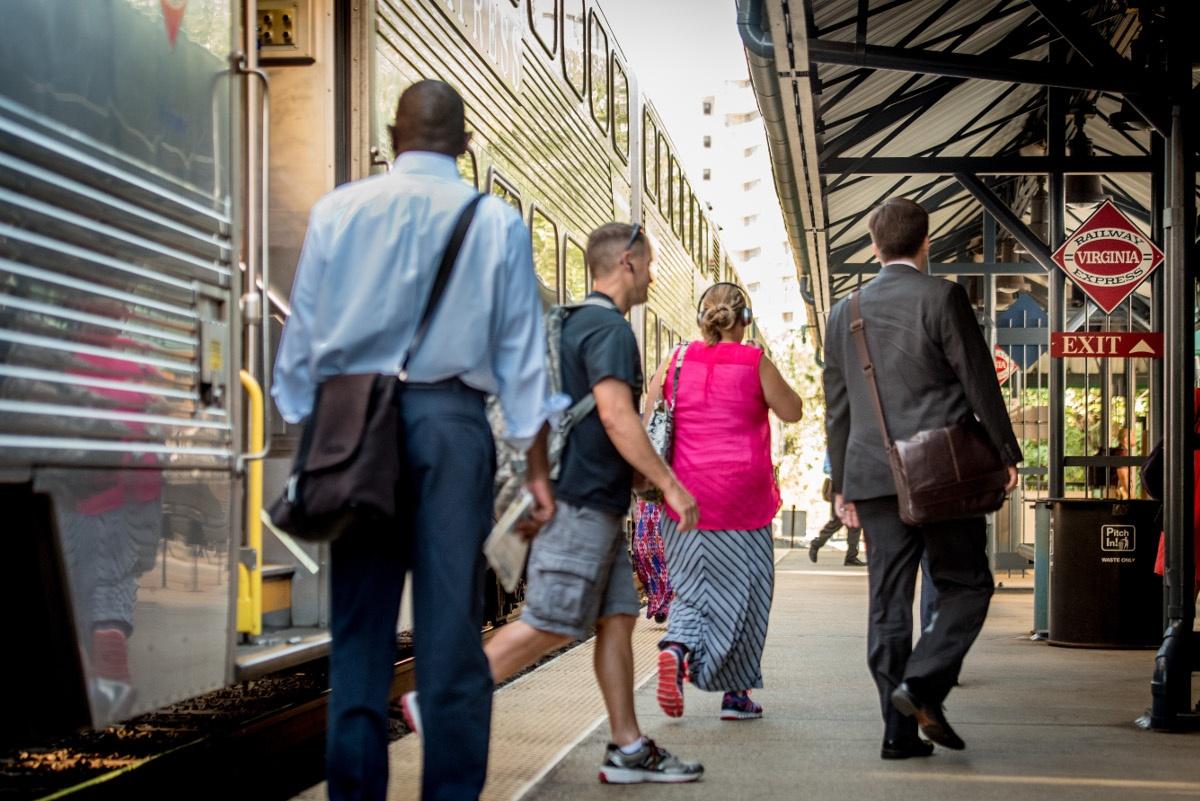 vre-platform-commuters.jpg